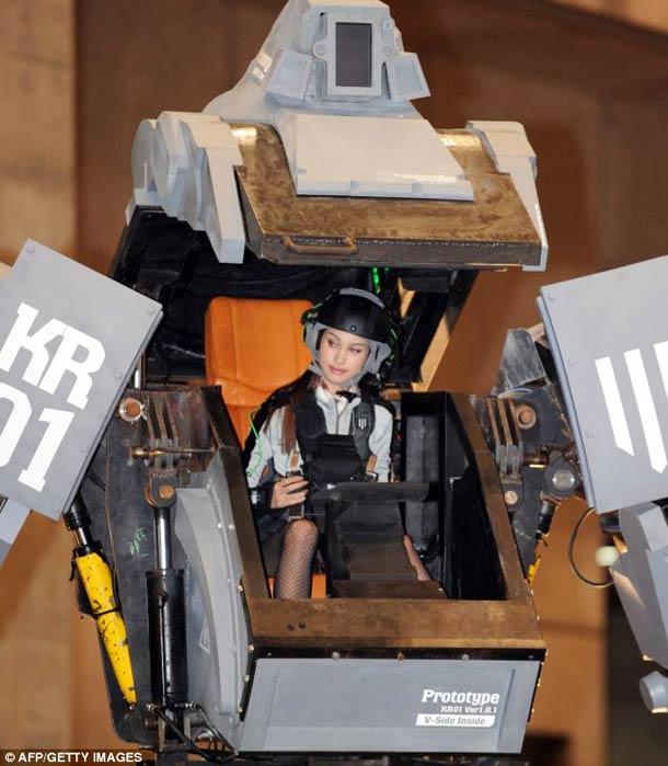 Kuratas Japanese giant robot 2 Kuratas – A Japanese giant robot controlled by iPhone